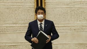 Shinzo Abe Ends Coronavirus State of Emergency after 851 Deaths